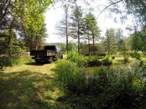 Camping in der Parkanlage mit Wohnwagen